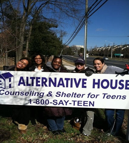 DHS Employees Volunteer at Teen Shelter