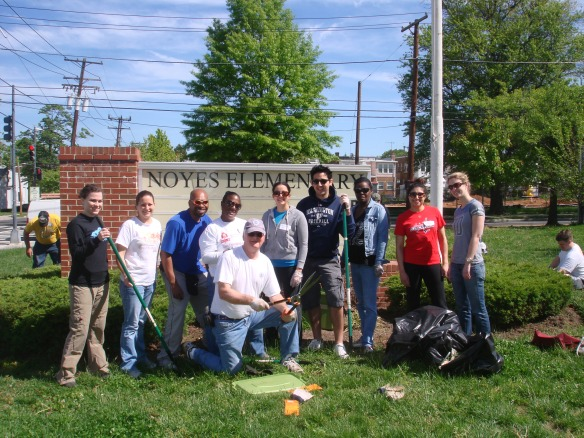 DHS Employees Volunteer for Hands On DC Workathon