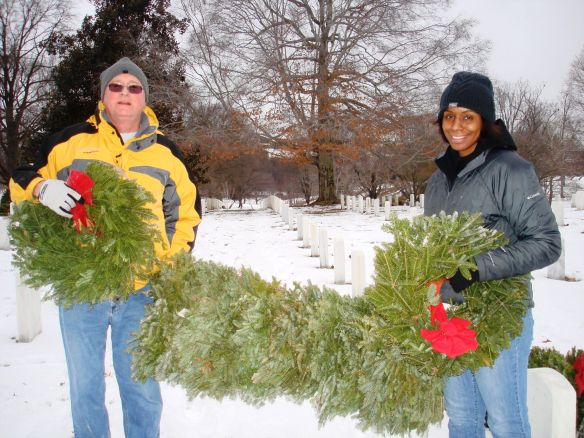 DHS Employees Volunteer at Arlington National Cemetery